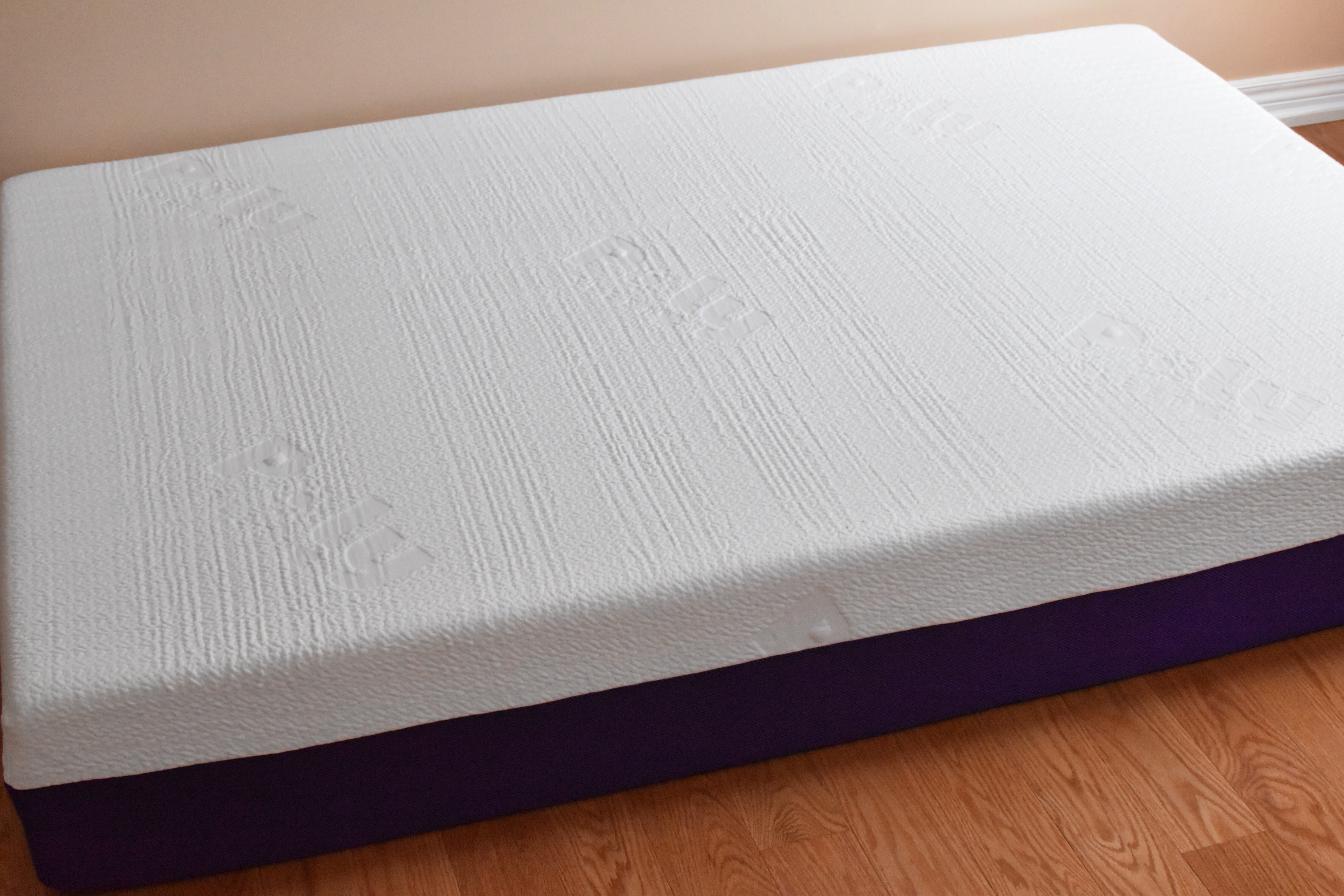 In about 10 minutes, the whole mattress is full expanded. After taking out  the plastic package, the mattress is ready for your beauty sleep!